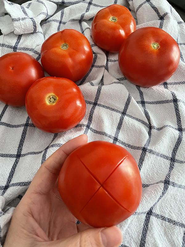 Corte en tomates para mermelada